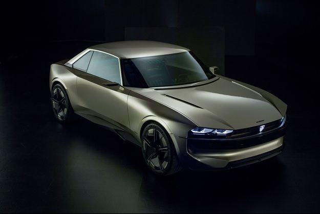 Réinterprétation ultra-connectée du coupé 504 de la fin des années 1960, ce concept 100 % électrique est la star du mondial de l'automobile.