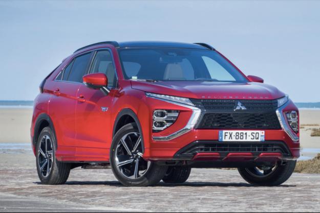 Dérivé de l'Outlander, pionnier des SUV hybrides rechargeables dont la commercialisation s'est achevée en décembre 2020, l'Eclipse Cross PHEV (4,55m) dispose de trois moteurs (un essence et deux électriques).