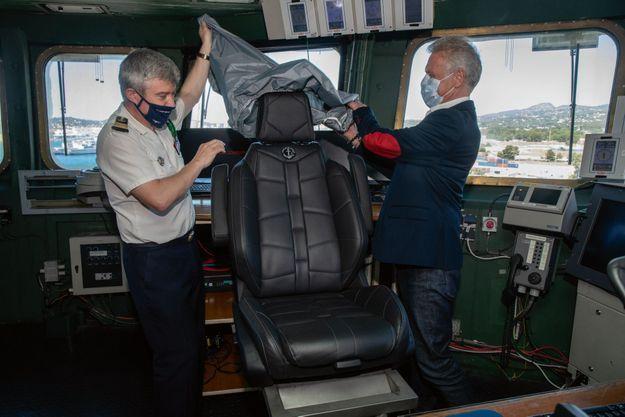 18 mois de recherche et de mise au point ont été nécessaires pour créer ce fauteuil inauguré par le capitaine de vaisseau Pinget.