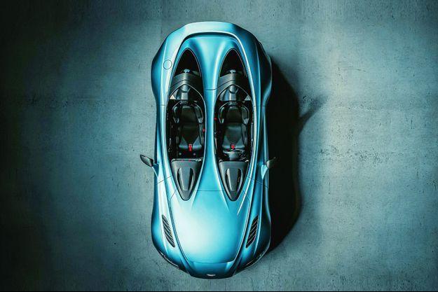 Œuvre du département Q de la firme de Gaydon, l'Aston Martin en fibre de carbone se distingue par… son absence de pare-brise.