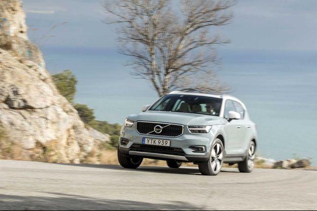 Lancé en deux motorisations (diesel 190 ch et essence 247 ch), le XC40 apparaîtra en version de base (trois cylindres, 150 ch, boîte manuelle et deux roues motrices) au printemps, avant l'arrivée des versions hybride et 100 % électrique à l'horizon 2019-2020.