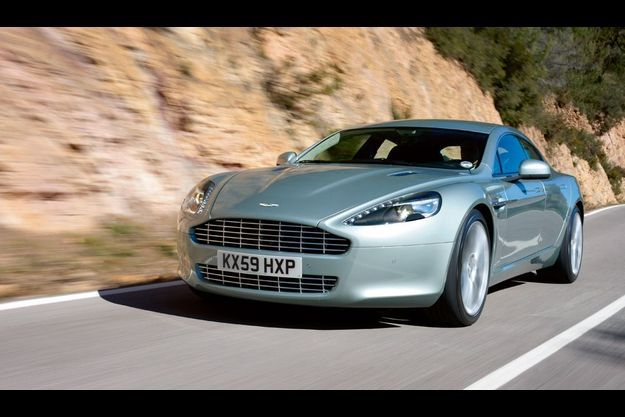 Commercialisée en avril, au même tarif que sa concurrente chez Bentley, la Rapide franchit la barre des 100 km/h en 5,3 secondes. Aston Martin compte en vendre 2 000 exemplaires cette année.