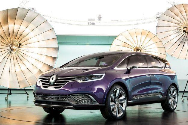 C'est au coeur du Technocentre Renault de Guyancourt, dans les Yvelines, que nous avons pu photographier le nouveau concept Initiale Paris. Au lancement, prévu en 2015, le successeur de l'Espace devrait coûter aux alentours de 40 000 euros.