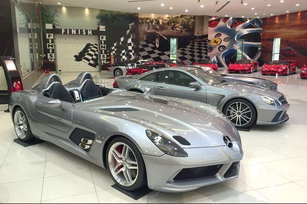 Parmi les bijoux du prince : la Mercedes SLR Stirling Moss.