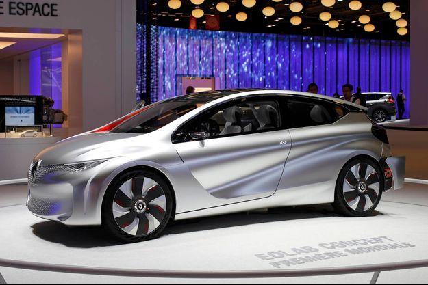 L'Eolab, de Renault, a été dessinée par Laurens van den Acker, le designer de la marque, qui s'est accommodé des contraintes aérodynamiques.
