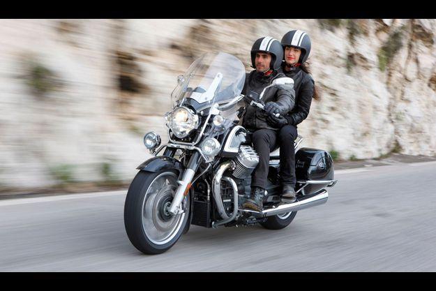 La Moto Guzzi California Touring, véritable déesse ex machina, est la Monica Bellucci de la moto.