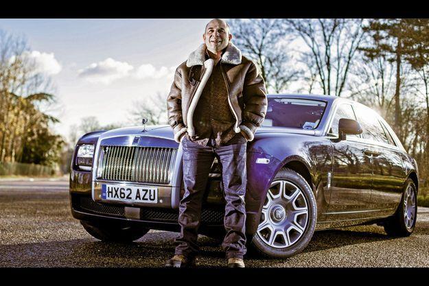 Vincent Moscato devant la Rolls Royce Ghost