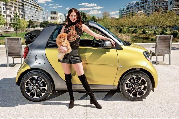 Frédérique Bel vit une parfaite idylle avec la Smart Fortwo Cabriolet