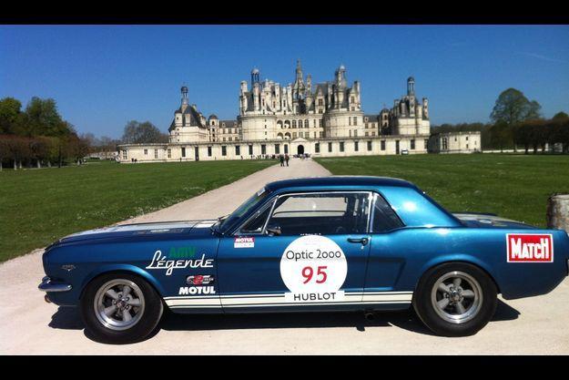 La Mustang devant le château de Chambord
