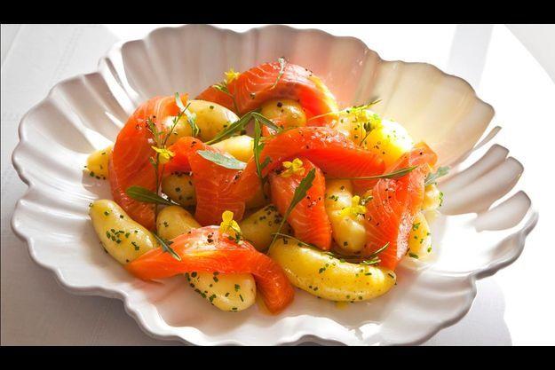Gravlax de saumon pommes de terre nouvelles et riquette.