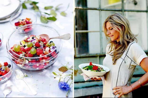 A droite, Angèle Ferreux-Maeght. A gauche: Salade de baies aux fraises : maras des bois, framboises blanches, groseilles à maquereaux, cassis, mûres, figues sèches, amandes, jus de grenade.