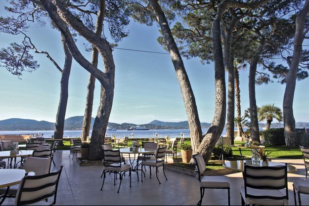 La terrasse de La Vague d'or, face à la baie de Saint-Tropez.