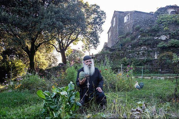 Frère Jean dans son monastère.