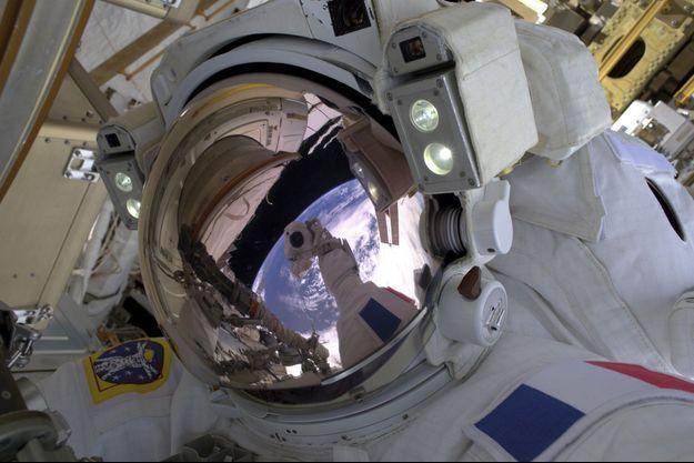 Selfie dans l'espace pour la première sortie de l'ISS de Thomas Pesquet, le 13 janvier.
