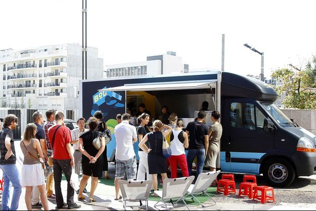 """Le food truck de Nathalie Nguyen, finaliste 2011 de """"MasterChef"""" : un restaurant gastronomique vietnamien et mobile sur Paris."""