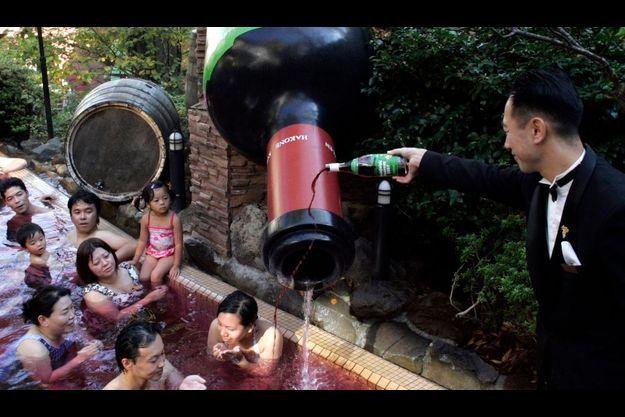 Les Japonais raffolent du Beaujolais nouveau.