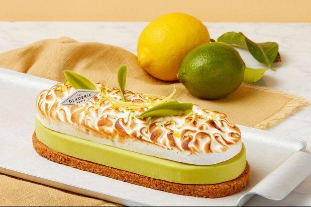 Par David Wesmaël, la tarte givrée et meringuée aux deux citrons: pâte sablée, citrons jaune et vert déclinés en confit, en mousse, en caramel…