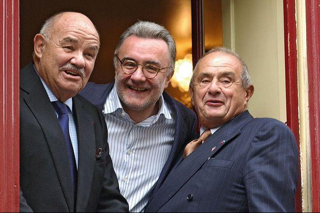 Autour d'Alain Ducasse pour l'ouverture de son restaurant « Aux Lyonnais », à Paris en 2002, les amis Pierre Troisgros et Paul Bocuse.