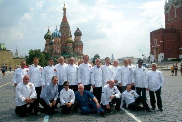 En 2012, Jérôme Rigaud (debout, 3e à gauche) organisait la réunion annuelle des chefs de chefs d'État à Moscou, devant le Kremlin