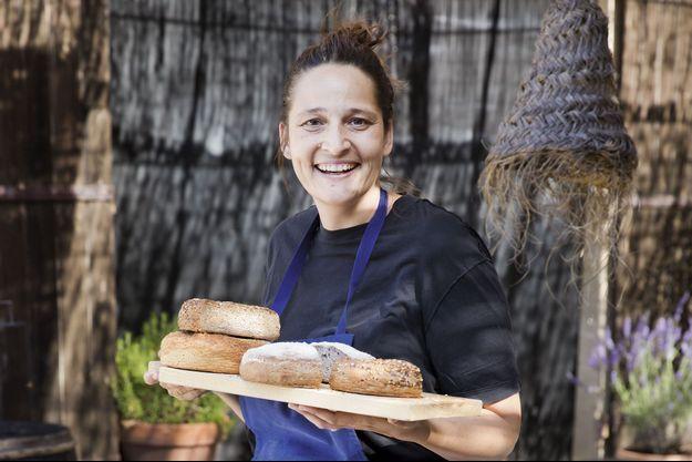 Nadia Sammut, patronne de l'auberge La Fenière en Provence.