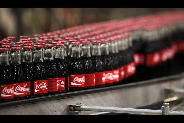 Chaîne d'embouteillage à l'usine Coca Cola de Clamart, dans les Hauts-de-Seine.