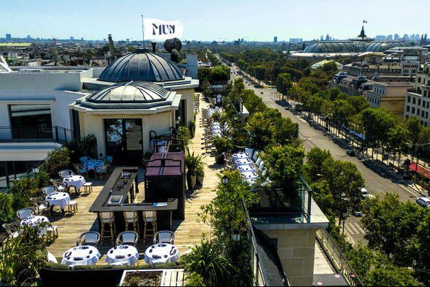 Vue du restaurant Mun sur les ChampsElysées.