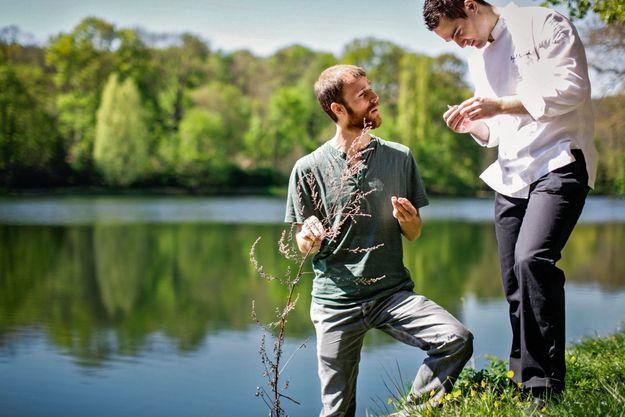 Christophe de Hody et Rémi Chambard (à dr.), dans la forêt de Ville-d'Avray.