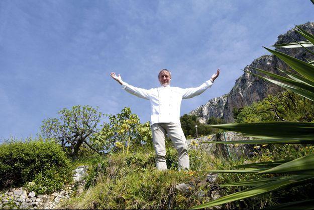Paolo Sari, le chef du restaurant Elsa, situé au cœur du mythique Monte-Carlo Beach, renové par India Mahdavi en 2009. Ultra-luxe, le palace vient d'obtenir la certification Green Globe.