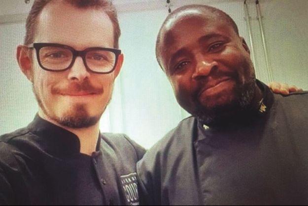 Le maître chocolatier Serge Ngassa et le chef Thierry Court, gagnant de la saison 1 du « Meilleur pâtissier, les professionnels », en 2017.