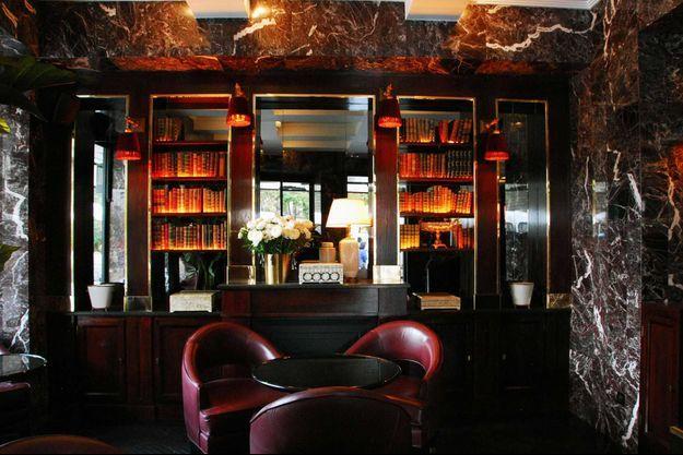 La salle du bas du restaurant Florida, à Paris.