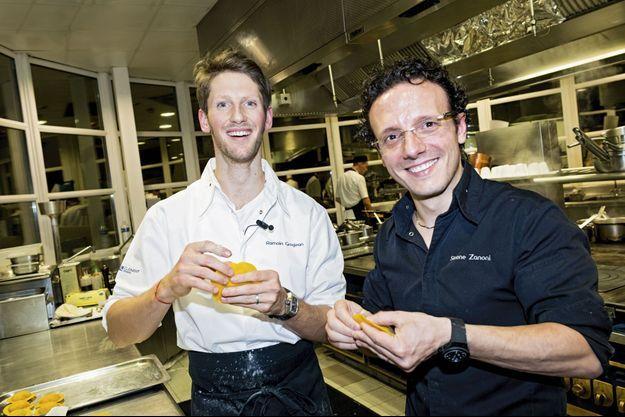 Romain Grosjean et Simone Zanoni dans les cuisines du Trianon Palace.
