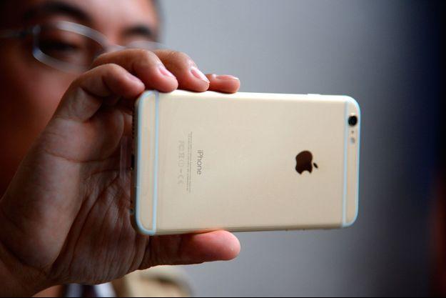 Le nouvel iPhone 5se sera disponible en coloris or, argent, rose et gris sidéral.