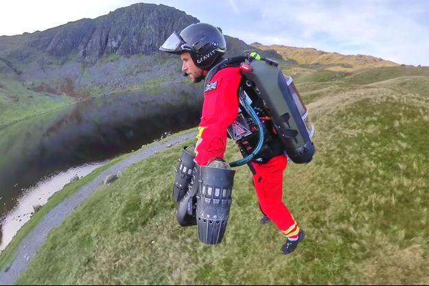 Démonstration de la combinaison volante de Gravity Industries dans le Parc national du Lake District en Angleterre.