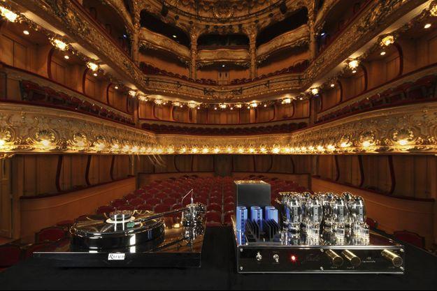 Sur la scène du théâtre de l'Athénée-Louis Jouvet, réputé pour son acoustique, deux joyaux made in France pour les amateurs passionnés de musique…
