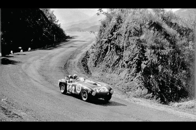 La Ferrari 375 + pilotée par l'Italien Umberto Maglioni remporta la Carrera Panamericana en 1954. C'est cette course qui a inspiré à Jack Heuer le chronographe Carrera, en hommage aux pilotes de course.