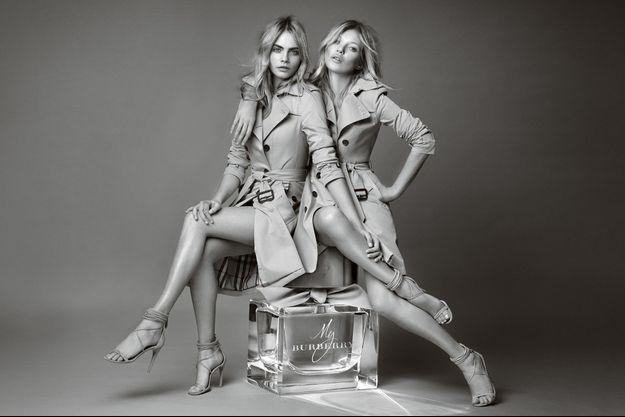 Cara Delevingne et Kate Moss posent pour la célèbre maison britannique.