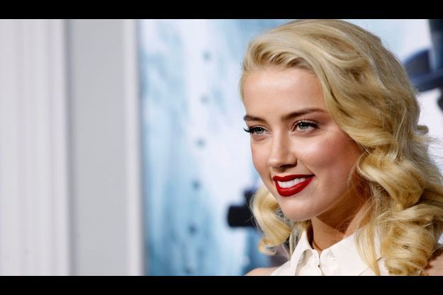 Amber Heard, égérie marine pour Guess.