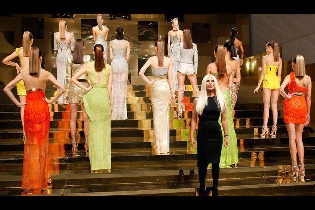 Donatella Versace au défilé haute-couture printemps-été 2012, lors de la Fashion Week de Paris.
