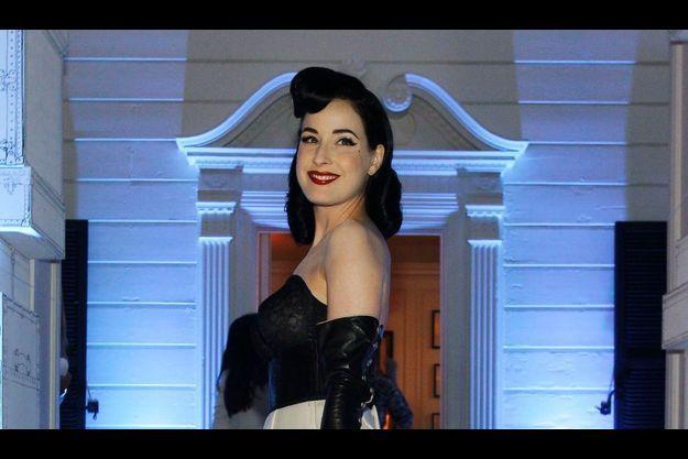 Dita Von Teese à l'ouverture de la boutique Louis Vuitton de Santa Monica en août 2010.