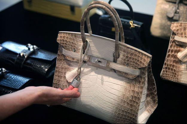 """Sac à main Hermès """"Birkin"""" vendu à 380 000 dollars à Hong-Kong."""