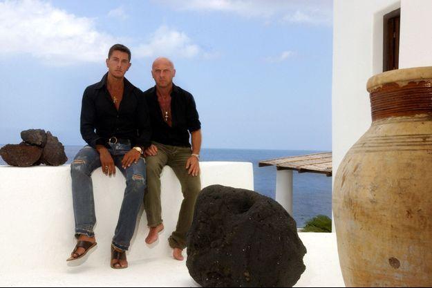 Stefano Gabbana et Domenico Dolce dans leur luxueuse maison située sur l'île de Stromboli, en Italie.