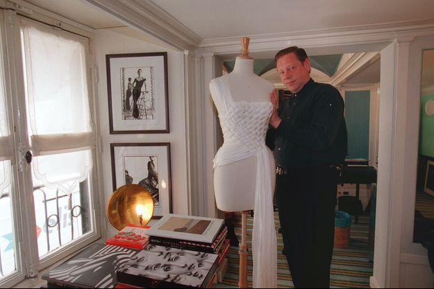 Hervé Leroux en 2000 dans son atelier.