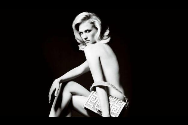 January Jones pour Versace