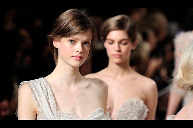 Julia Saner pour Elie Saab, à la Fashion Week parisienne