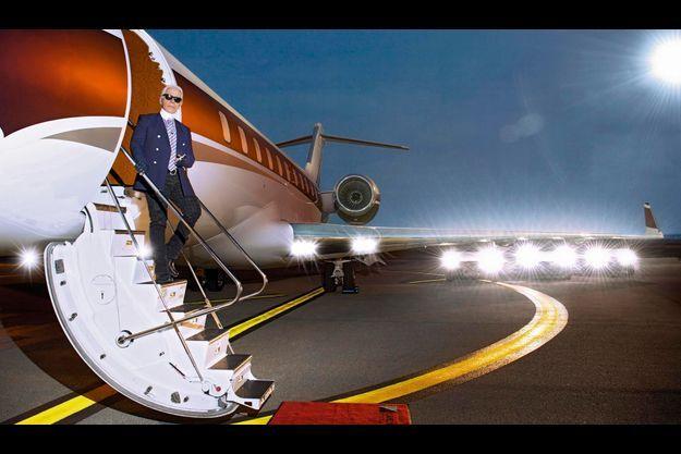 23 mars 2013. Karl ne se déplace qu'en avion privé. Il s'apprête à rejoindre le Sporting Club de Monte-Carlo à l'occasion du Bal de la rose, dont il est le directeur artistique.