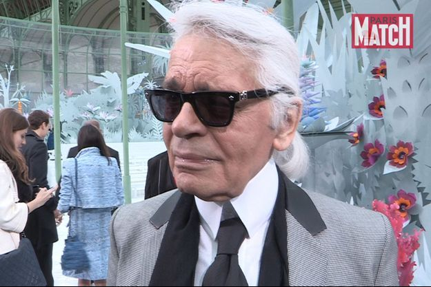 Karl Lagerfeld au micro de Paris Match.