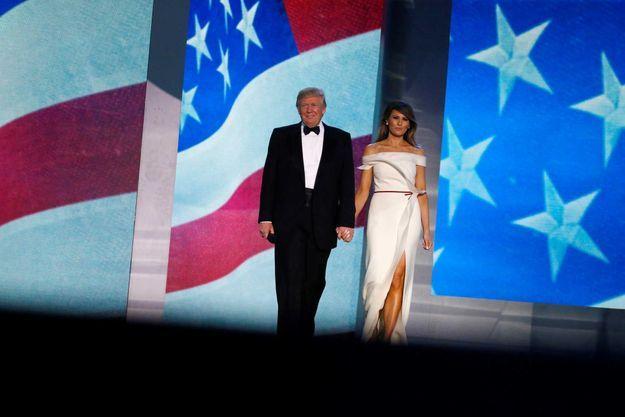 Melania Trump arrive avec le président Trump, dans sa robe Hervé Pierre, vendredi soir.