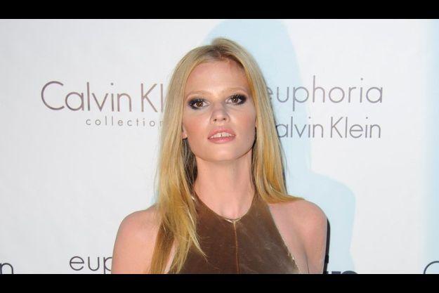 Lara Stone, lors de la fête Calvin Klein à Cannes en avril dernier.