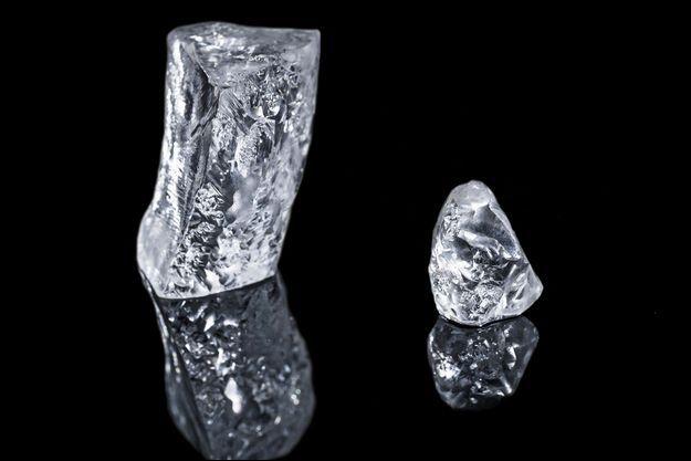 Le 404 carats (80,8 grammes et 7 centimètres) vient d'être taillé en deux. Le petit morceau fait 44 carats, le gros 360.