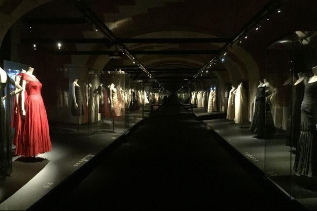 Le Palais Galliera, musée de la Mode de la Ville de Paris, présente la première rétrospective en France d'une couturière hors normes : Gabrielle Chanel (1883-1971).